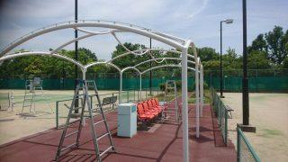 テニスコート横のテント
